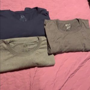 Three T-shirt's blue and 2 grey